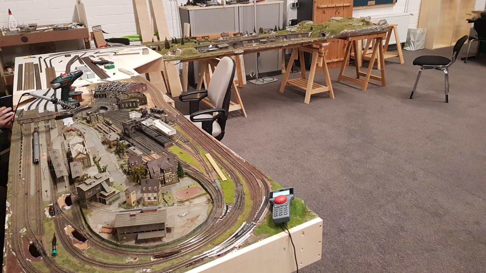 Vorderansicht Bahnhofsbereich und Schattenbahnhof